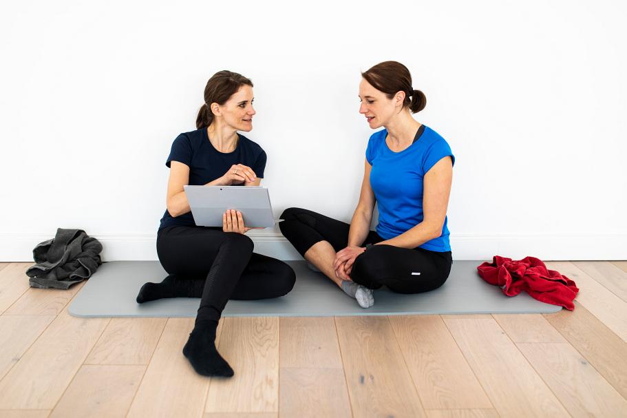 Personal Training - individuelles Beratungsgespäch mit einer Frau