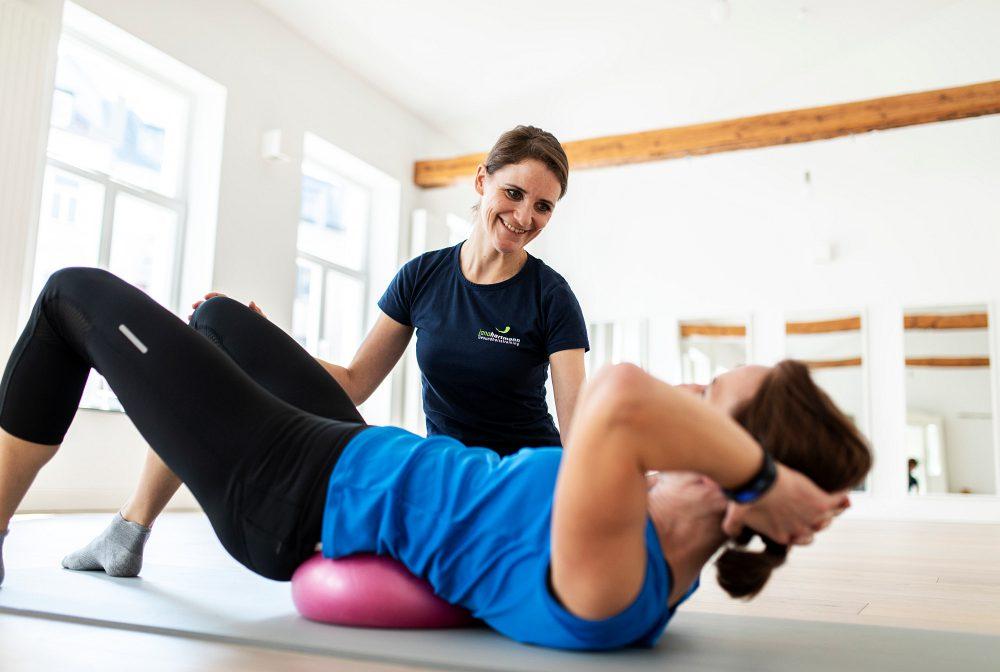Personal Training - Übung für Rücken und Rumpf mit dem Redondoball